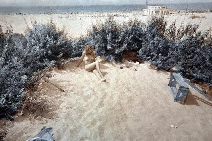 В дюнах.